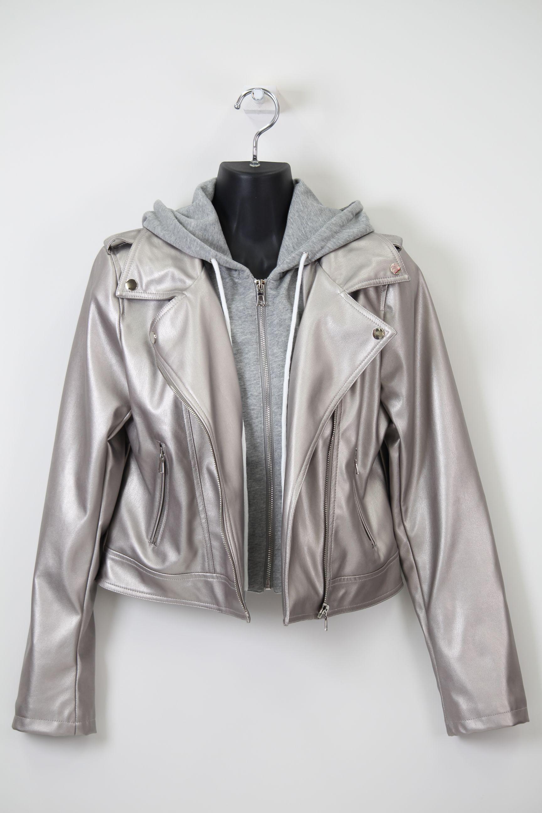 シルバーの合皮ジャケット