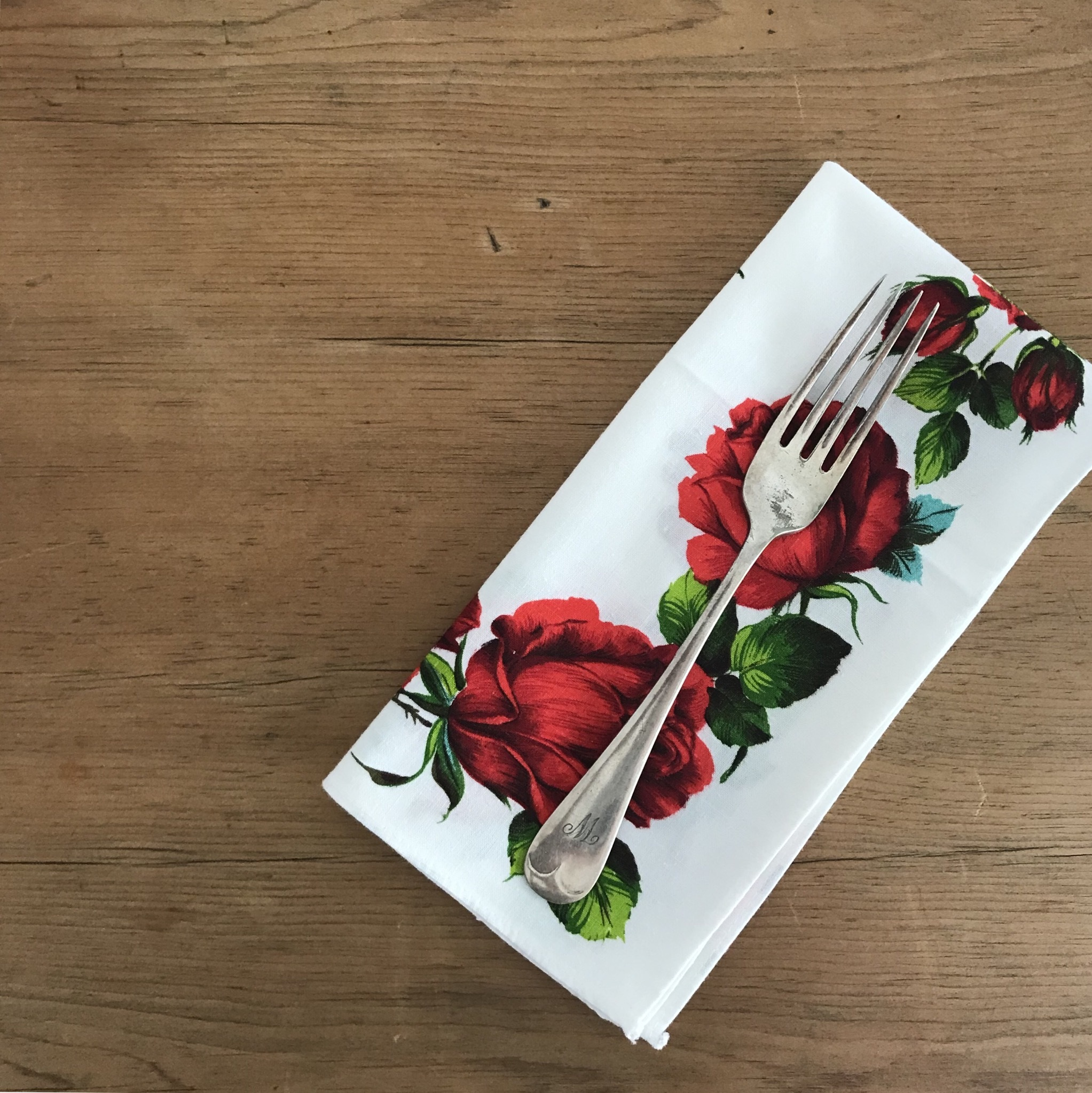 真っ赤なバラのナプキン