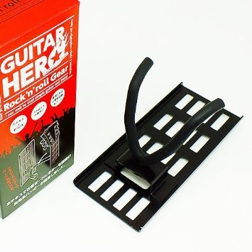 ホチキスでエレキギターを壁面にレイアウト!賃貸住宅にもおすすめの壁を傷めにくいギターハンガー!商品名:「壁美人」GUITAR HERO(ギターヒーロー) 施工時間3分 耐荷重8㎏ 重いギブソンレスポールから太いネックのクラッシックギターまで楽器屋さんのように壁面レイアウト可能! - 画像3