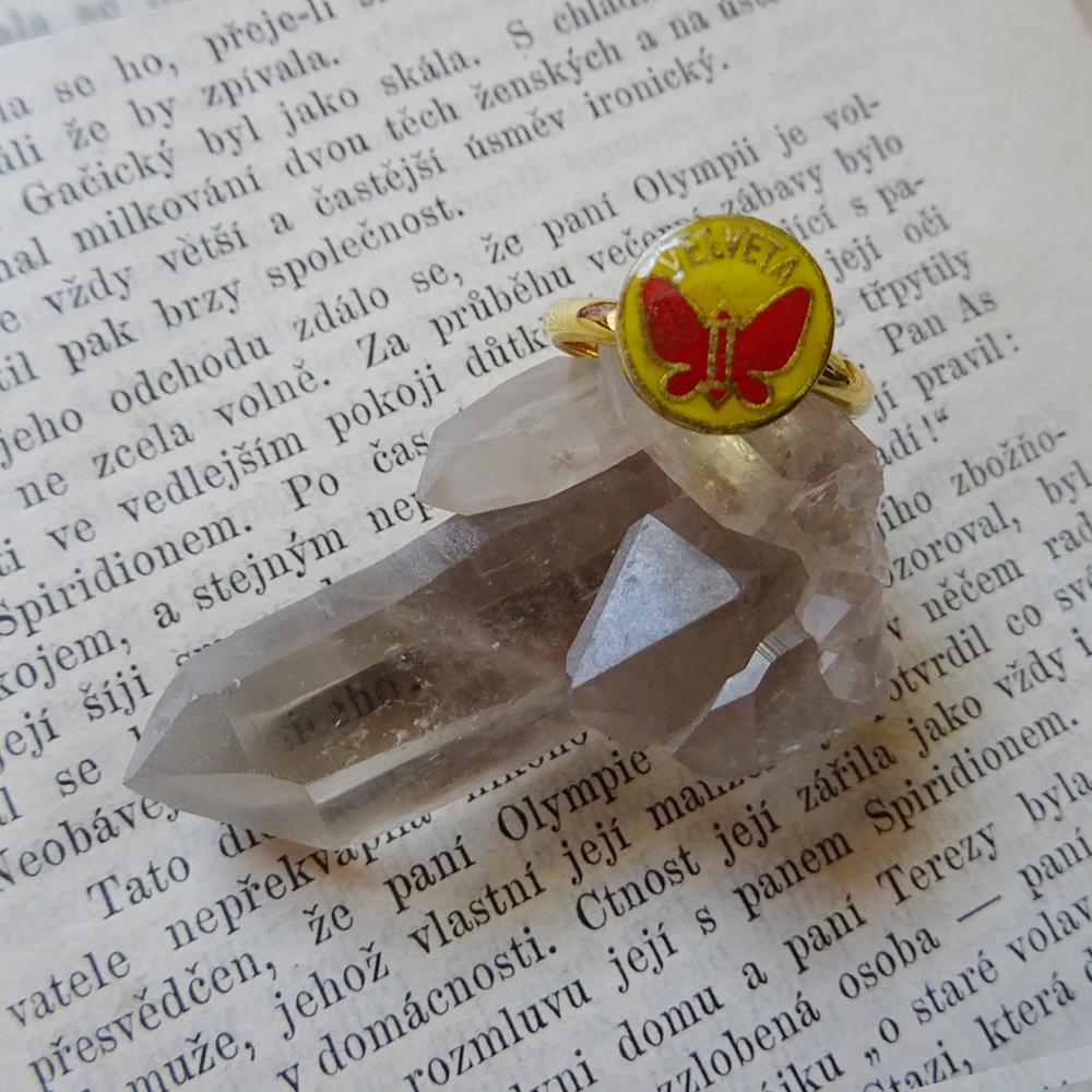 1点もの 蝶モチーフのチェコリング Velveta