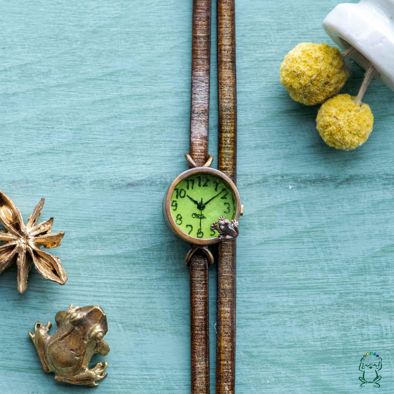 池をのぞく蛙腕時計SSライム