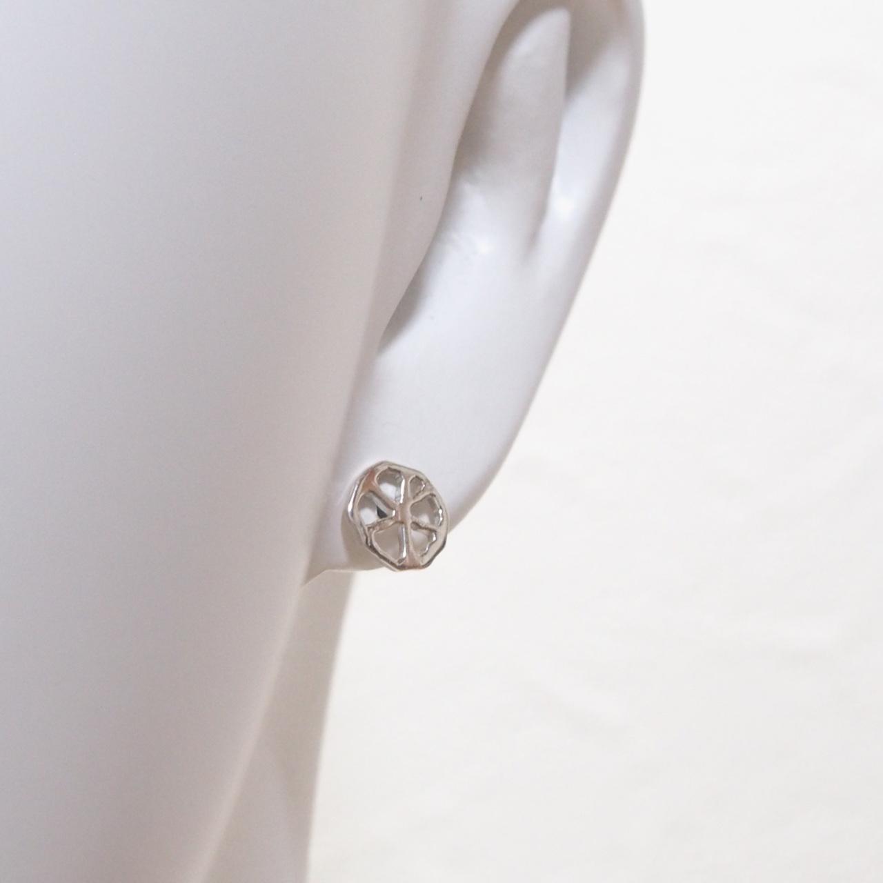 ちいさな丸い透かし葉のピアス#1 SP30