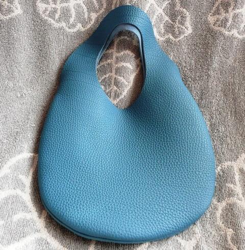 小さな革の袋・トリヨン有機デザインのバッグ・ブルージーン