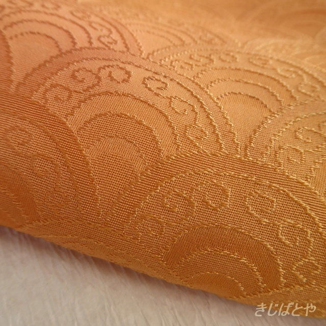 正絹綸子 オレンジぼかしの青海波のはぎれ 帯揚げ・半衿に
