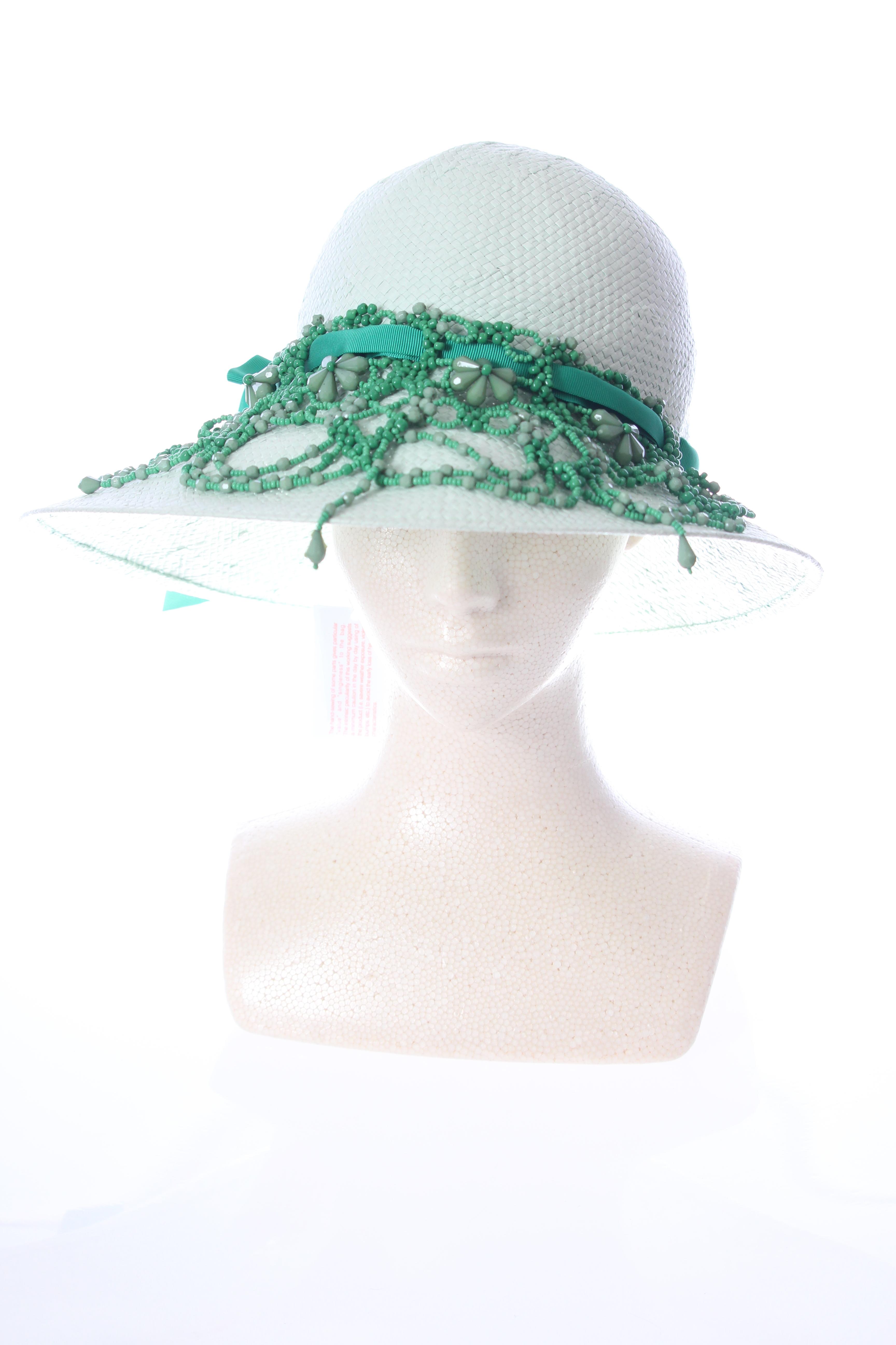 ビーズ刺繍の麦わら帽子