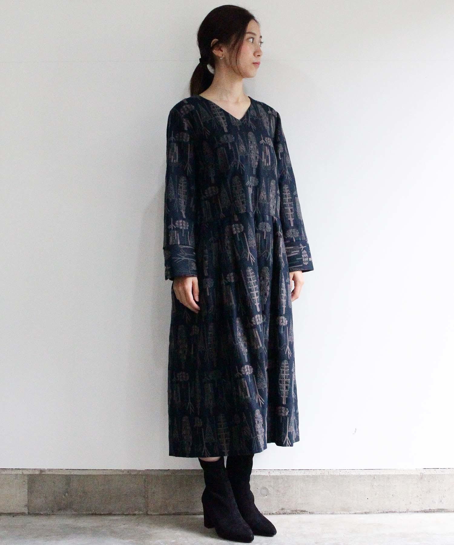 【MORI】 刺繍生地のワンピースドレス(袖丈長)NVY