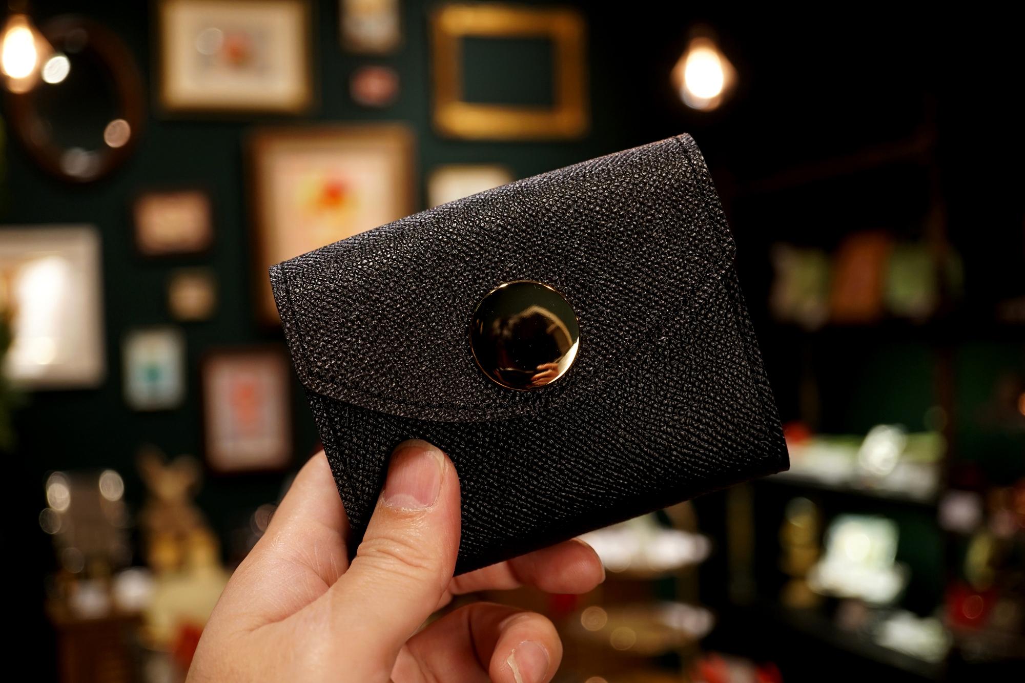 身軽にキメたい時のコンパクト財布|ビッグボタン型/パーティーレザー・ブラック(本革製)