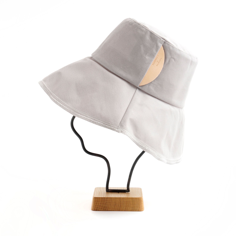 mature ha./paraffin hat wide random stitch/lavender grey
