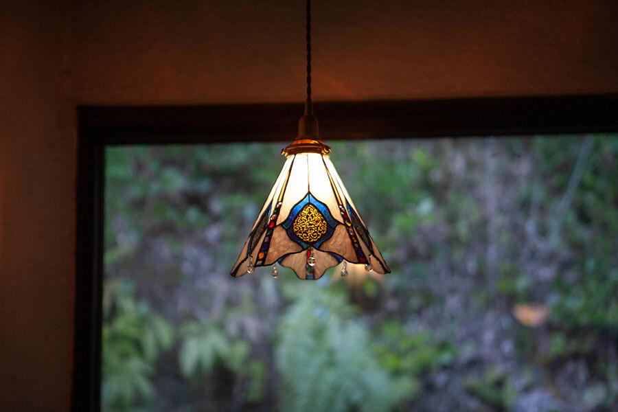 アラベスク(ステンドグラスの吊りランプ)(ペンダントライト) 01010052