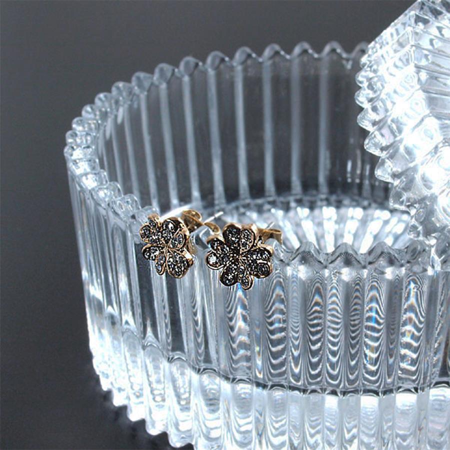 【幸せのシンボル】プレシオサ社製クリスタル 輝く4つ葉のクローバーピアス(シルバー&ゴールド)