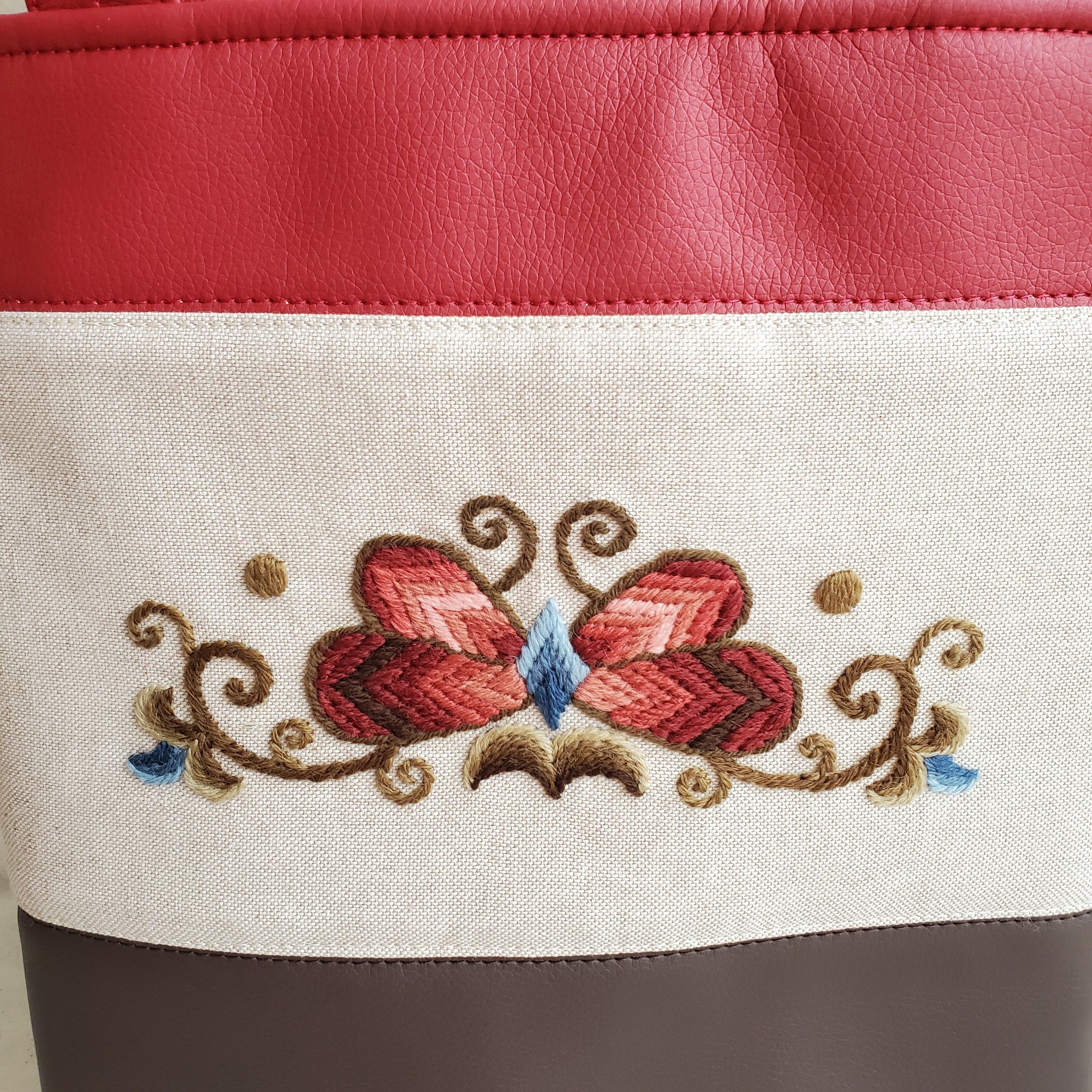 蝶々柄のトートバッグ