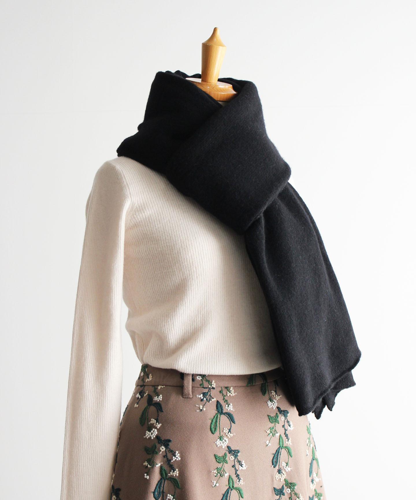 手編み機で編んだ メリノウールの大判ストール
