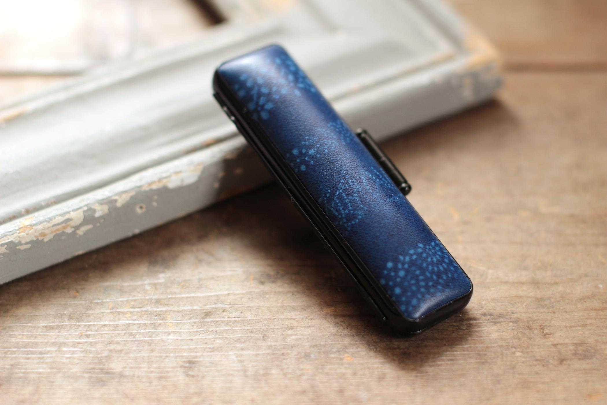 藍染革【江戸小紋・変り縞(kawarishima)・重ね染め】 12mm径印鑑ケース