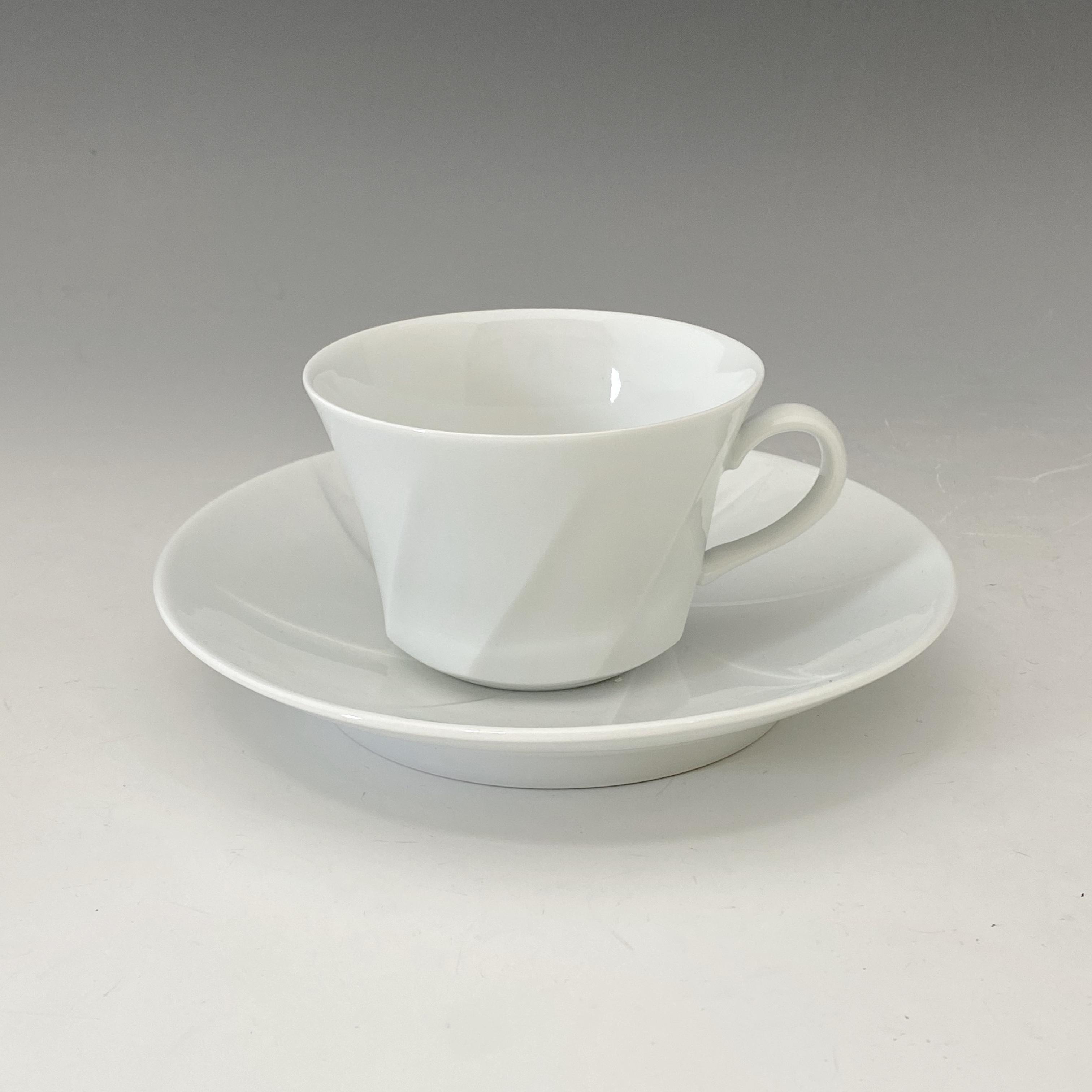 【中尾純】白磁紅茶碗皿(斜め)