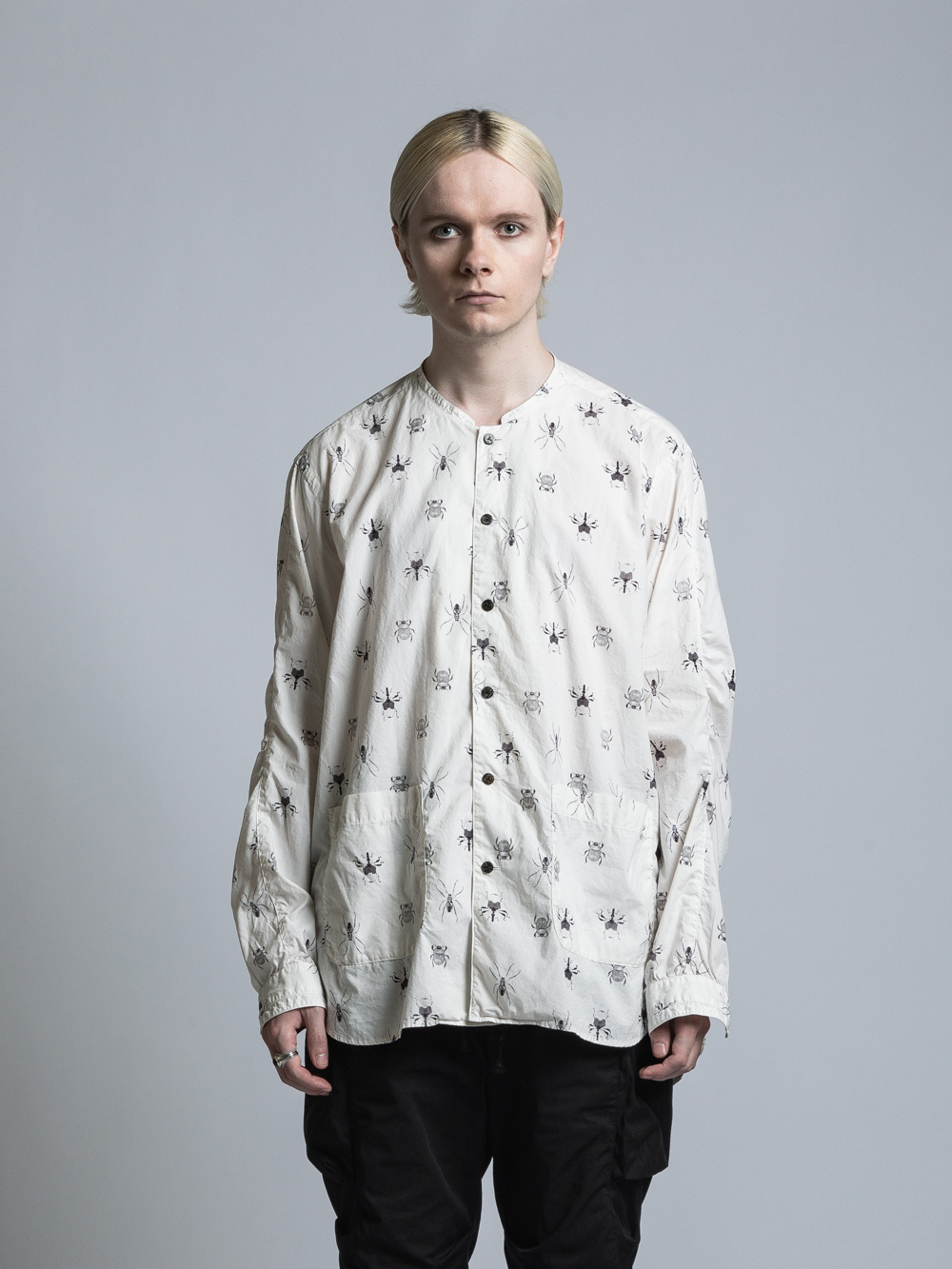 VI-3335-02 / 桃山鈴子氏コラボレーション 虫プリント裾ポケット長袖シャツ