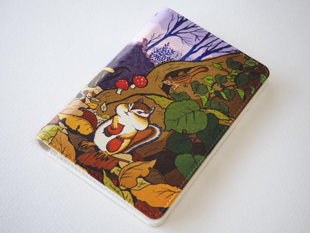 《送料無料/受注生産》リス達の住む森 パスポートケース