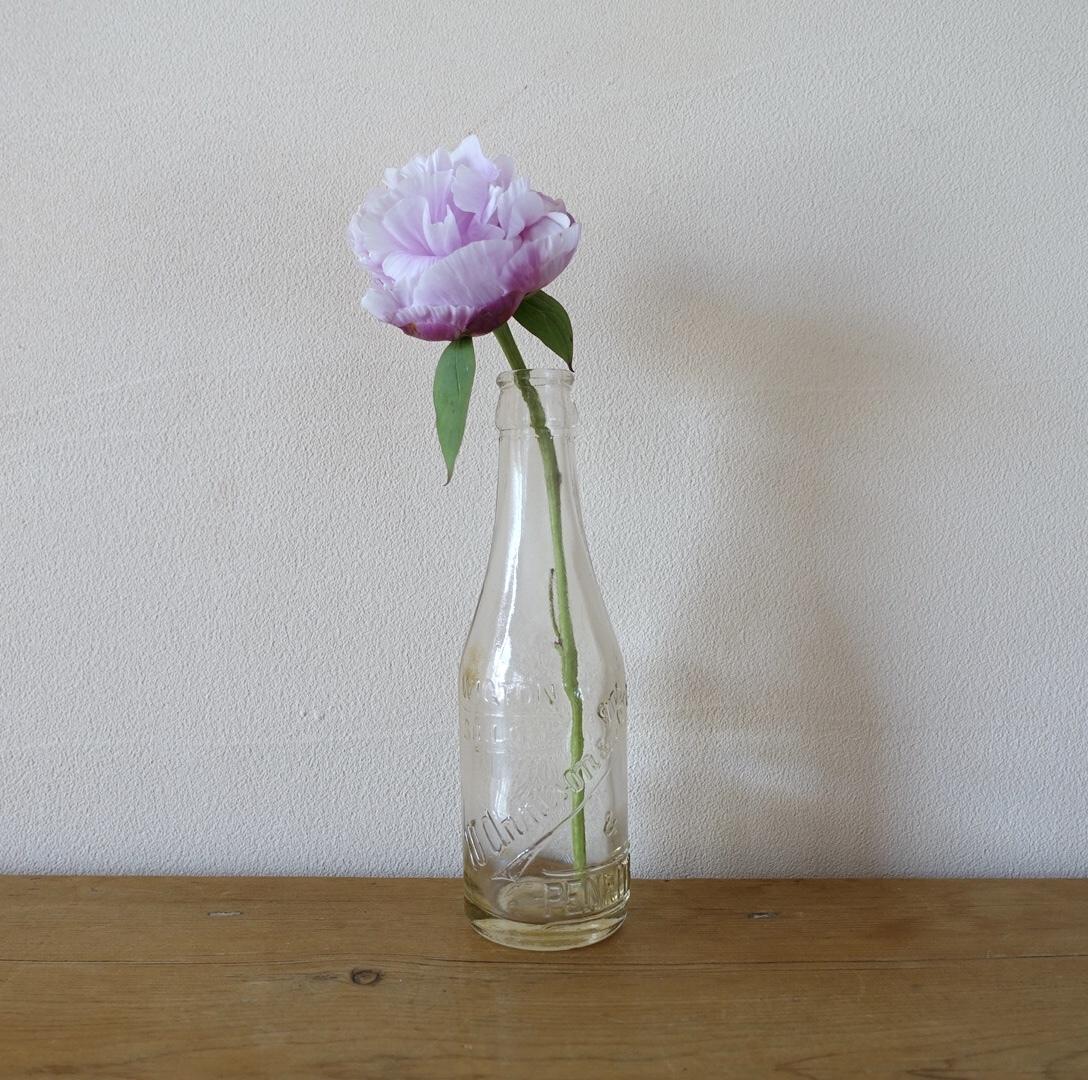 ロゴが可愛いガラス瓶
