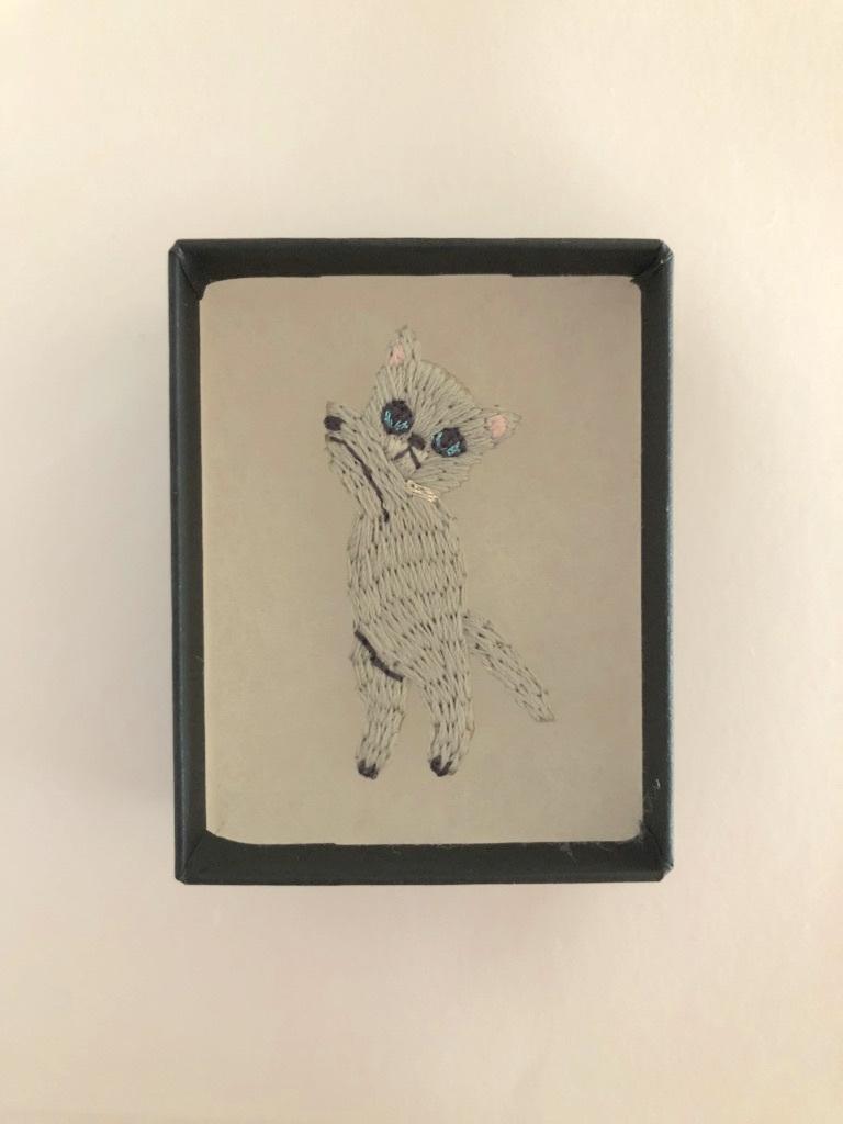 つんつんネコミニ刺繍ブローチ ロシアンブルー