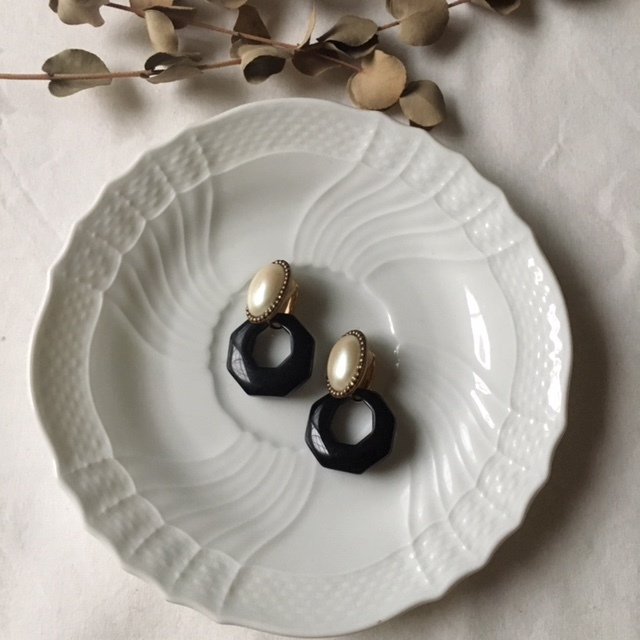 Vintage pearl cabochon ×import black hoop イヤリング 2way