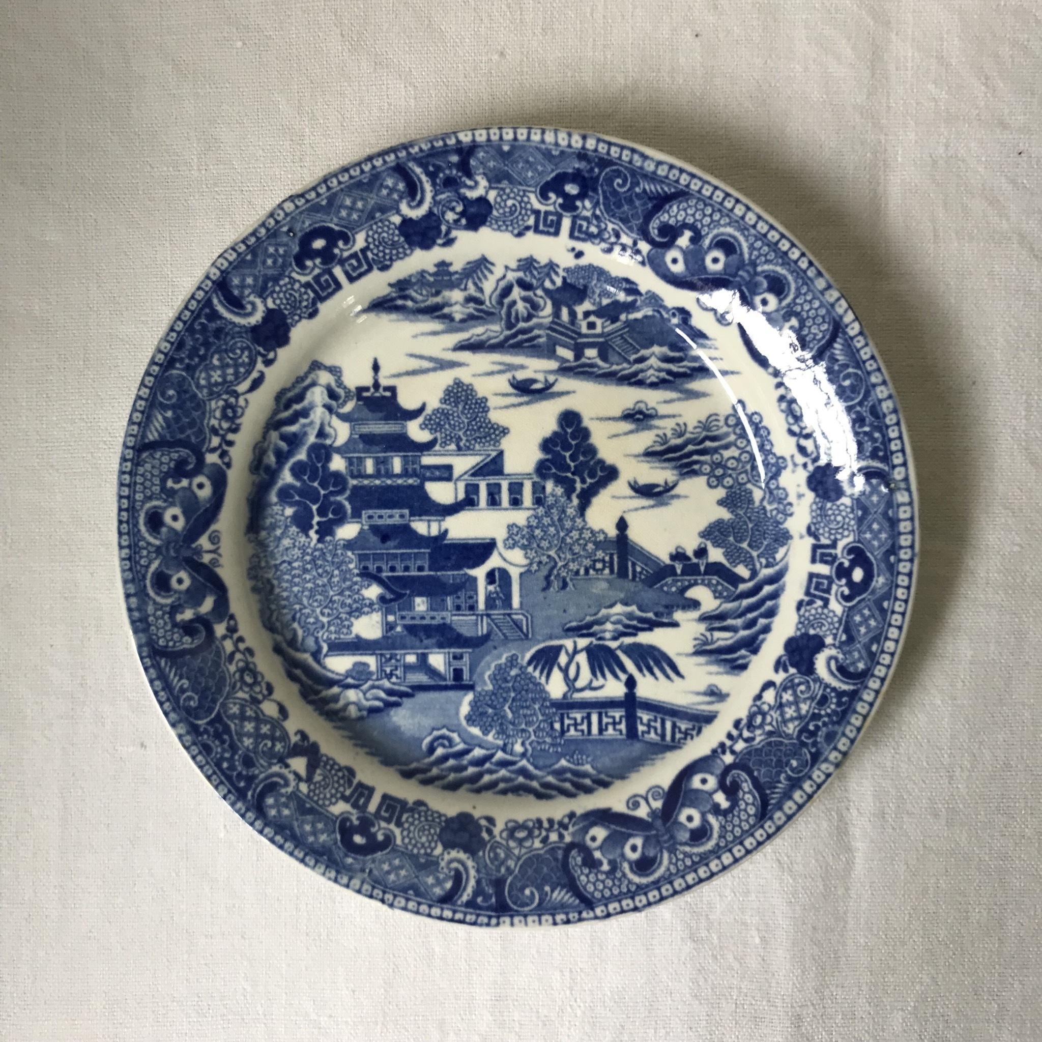 ウィロー柄の丸っこいお皿 2