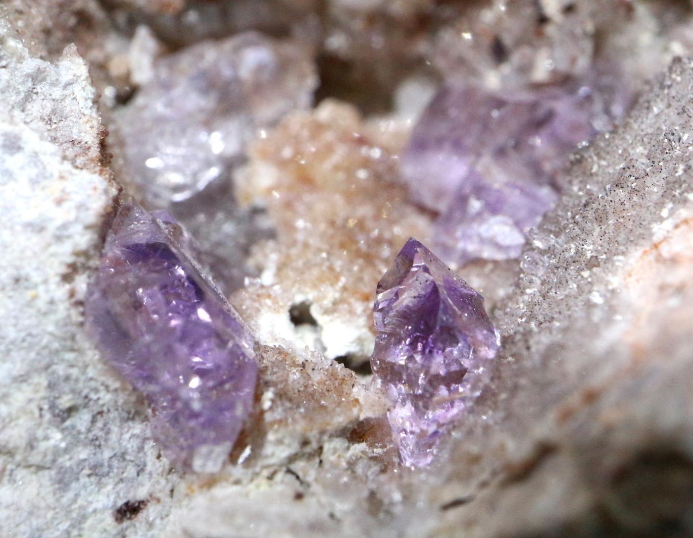 ラベンダー アメジスト ジオード 紫水晶 187,3g AMT007