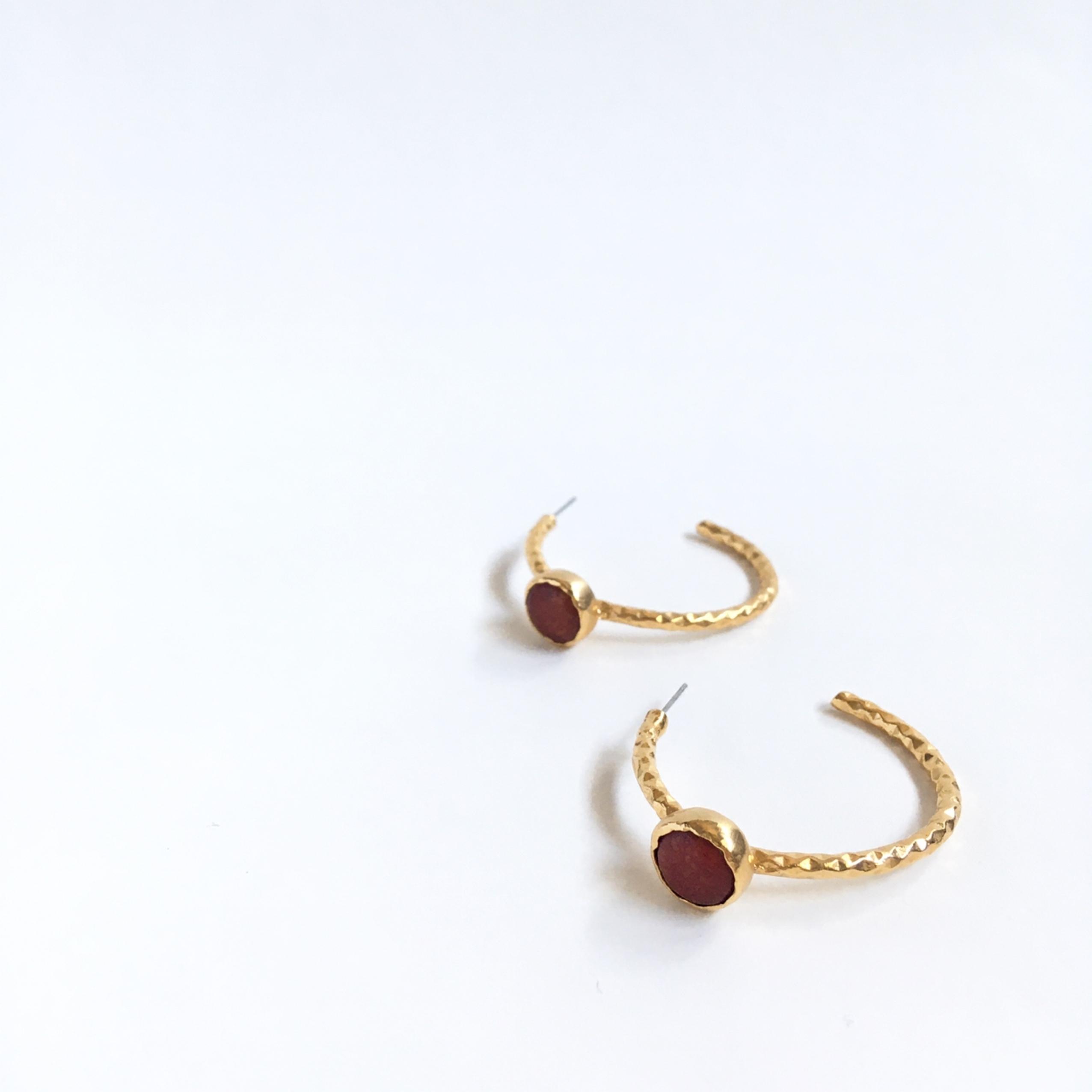 stone hoop pierce A
