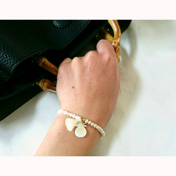 pearl with pineapplecharm bracelet