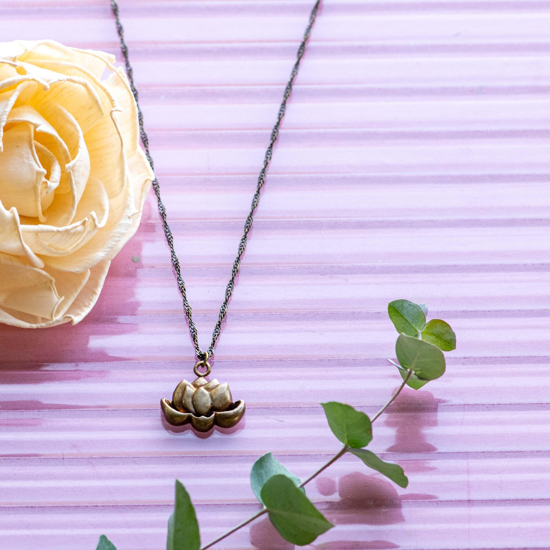 蓮の花真ちゅうネックレス大