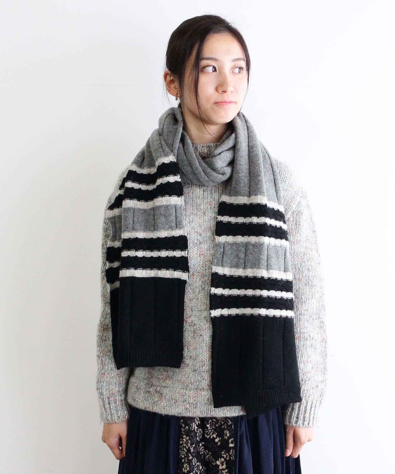 特殊なケーブル編みを編みこんだマフラー GRY