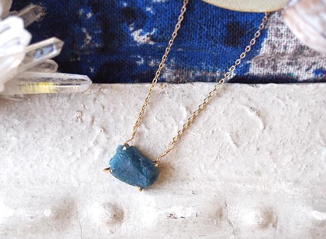 [一点物]原石のブルーアパタイトのネックレス
