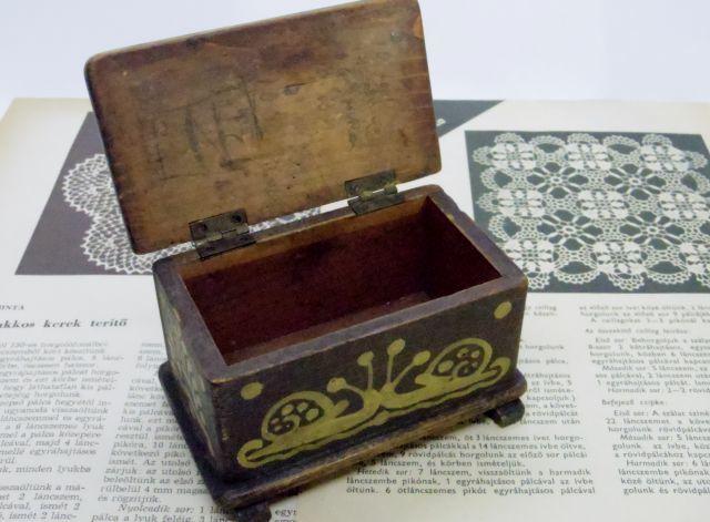木の箱::: かたつむりの描かれた小さな箱