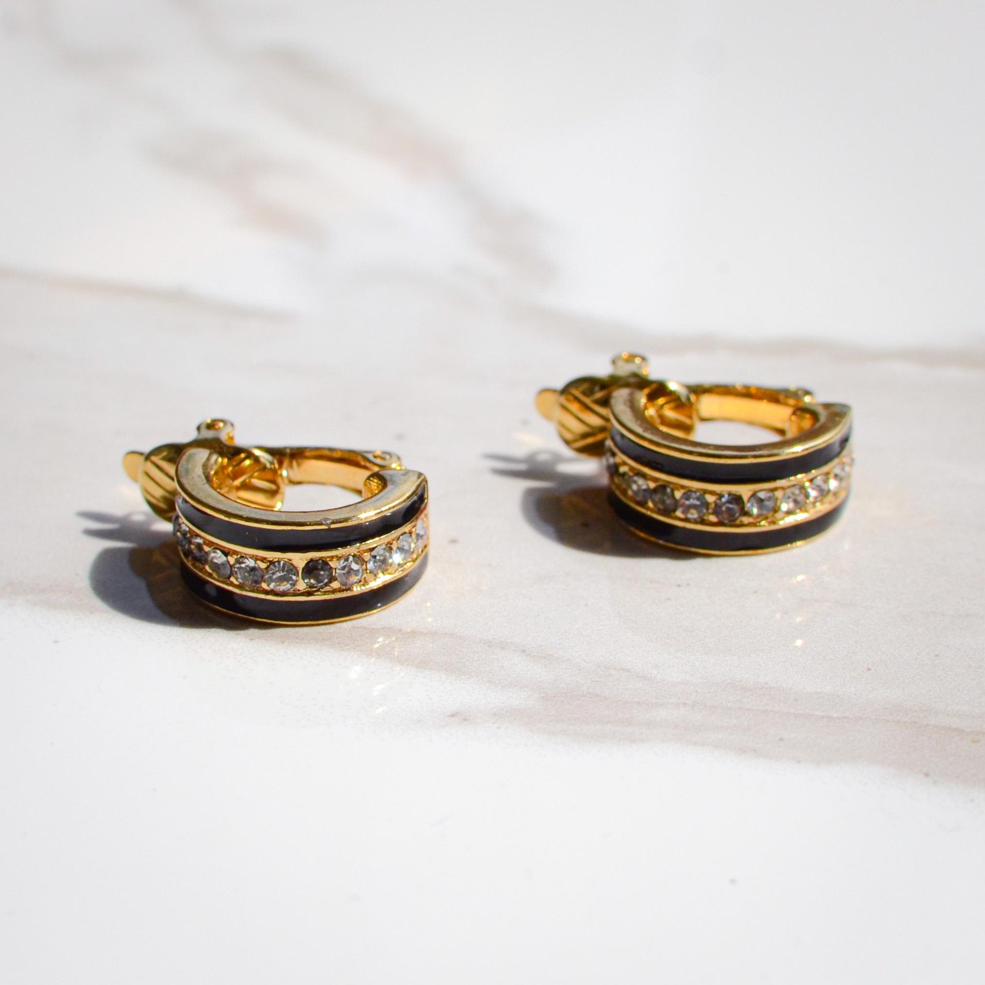 Trifariブラックとダイヤモンドビジューが大人っぽいイヤリング