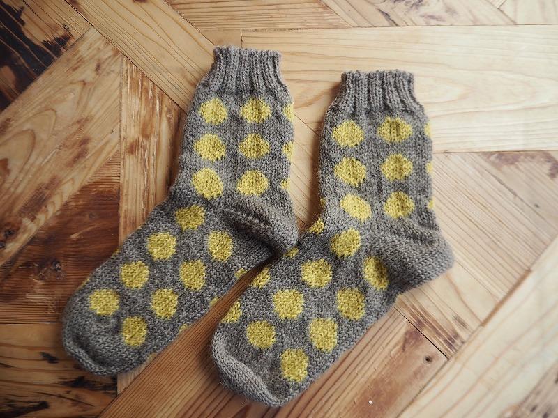 おばあちゃん編みの靴下・ドット