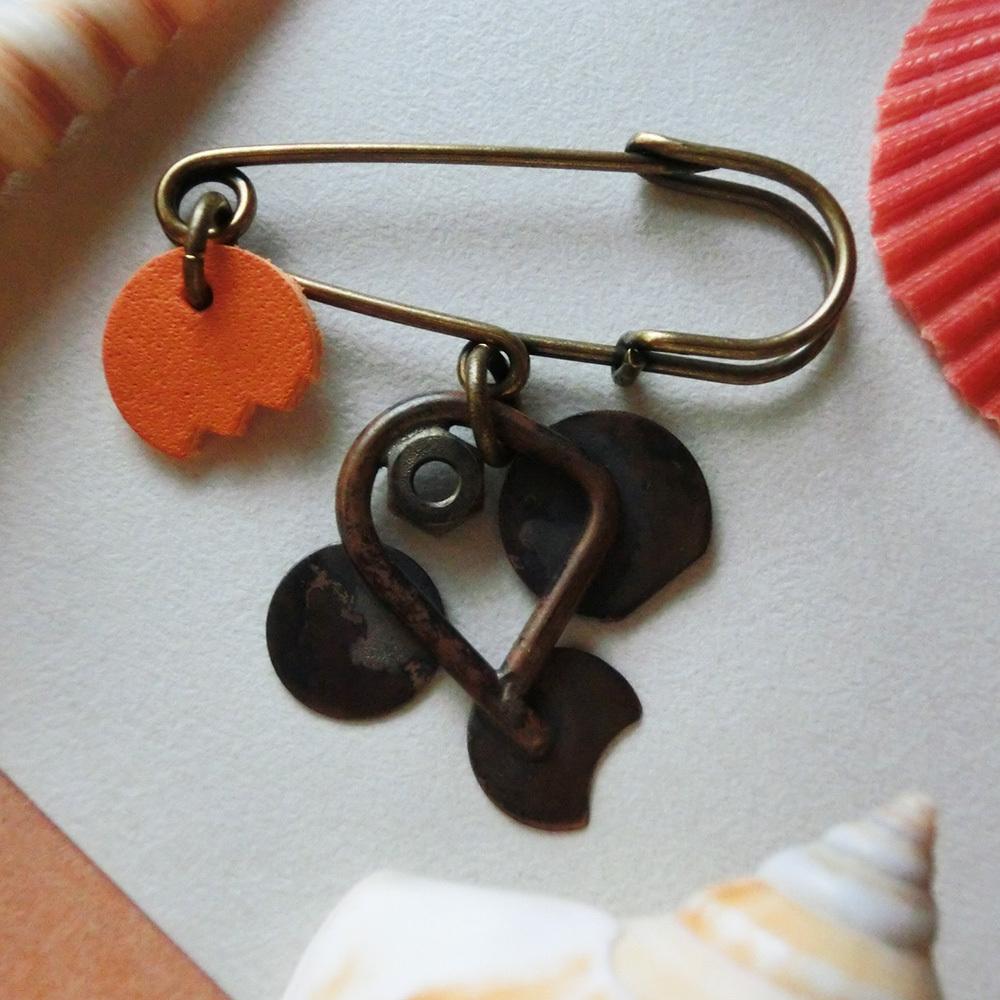 【クラゲ危うし魚】b   真鍮 牛革 ブローチ #1304