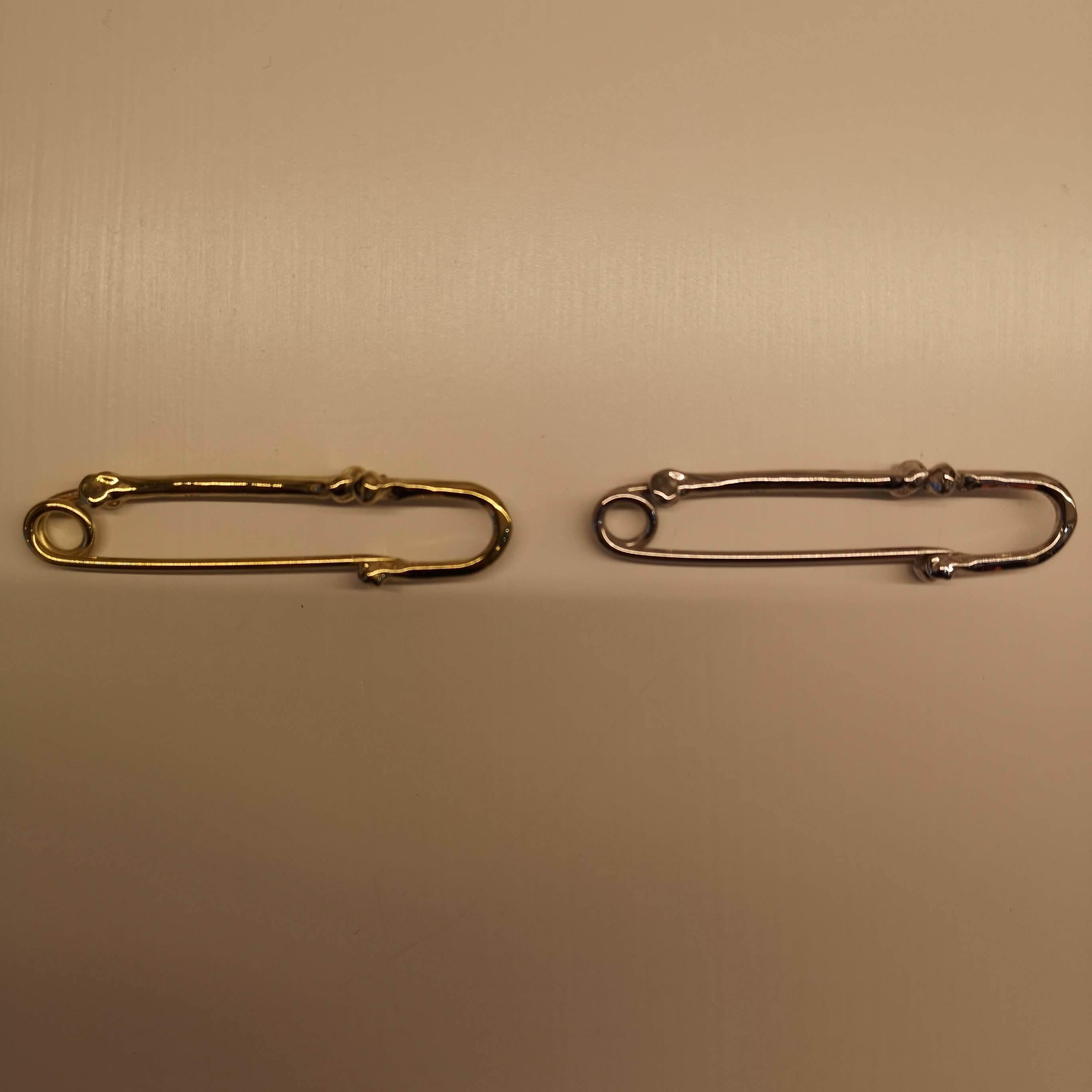sa.0057AW18 : bone shaped pins -M-.
