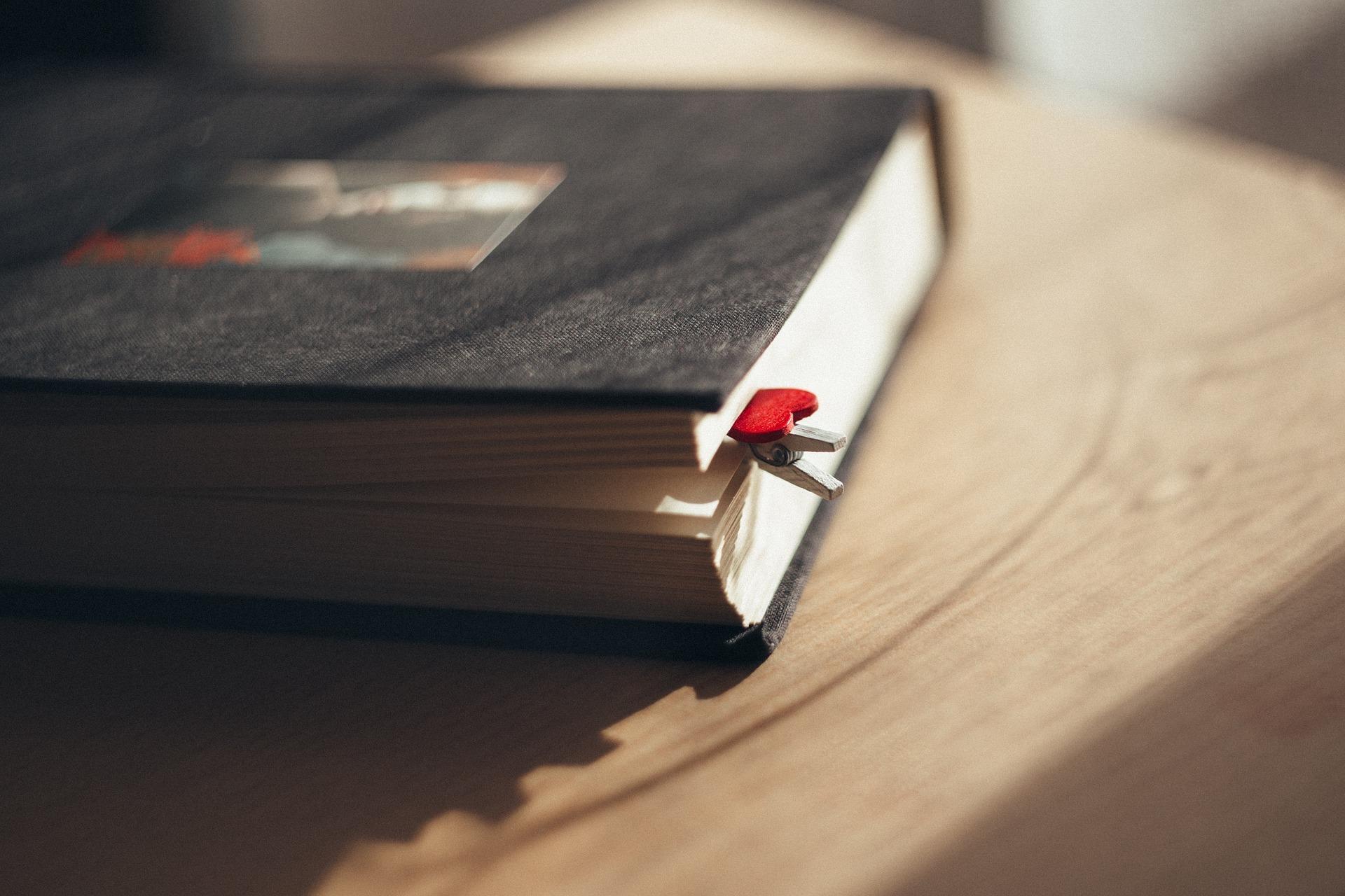 あなたのために「本のしおり」を作ります