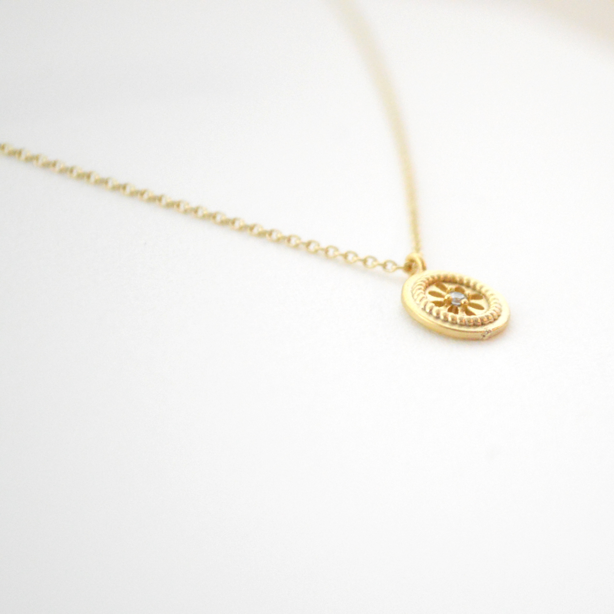 Flower Round Necklace