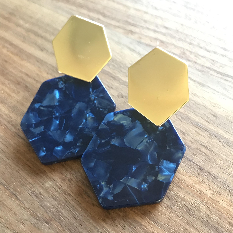 ゴールドとアクリルの六角形デザインピアス♡
