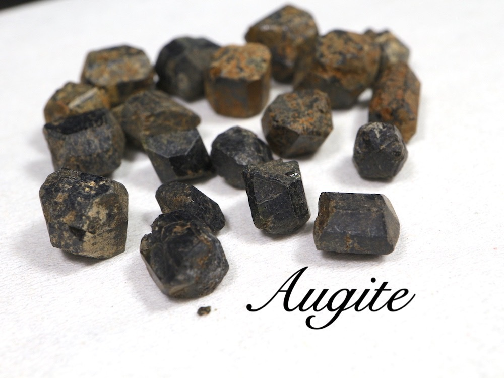 オレゴン州産 普通輝石 オージャイト 15,6gg 原石 標本 AUG001 鉱物 パワーストーン 天然石
