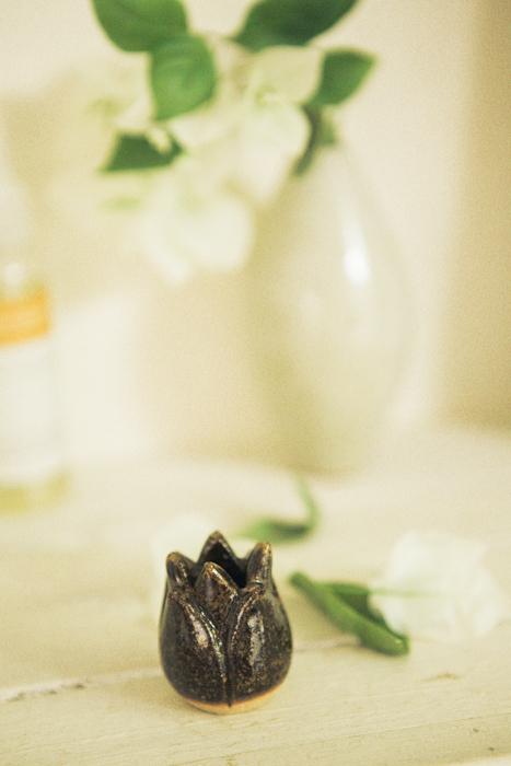 ハスの花の歯ブラシスタンド ダーク 陶器