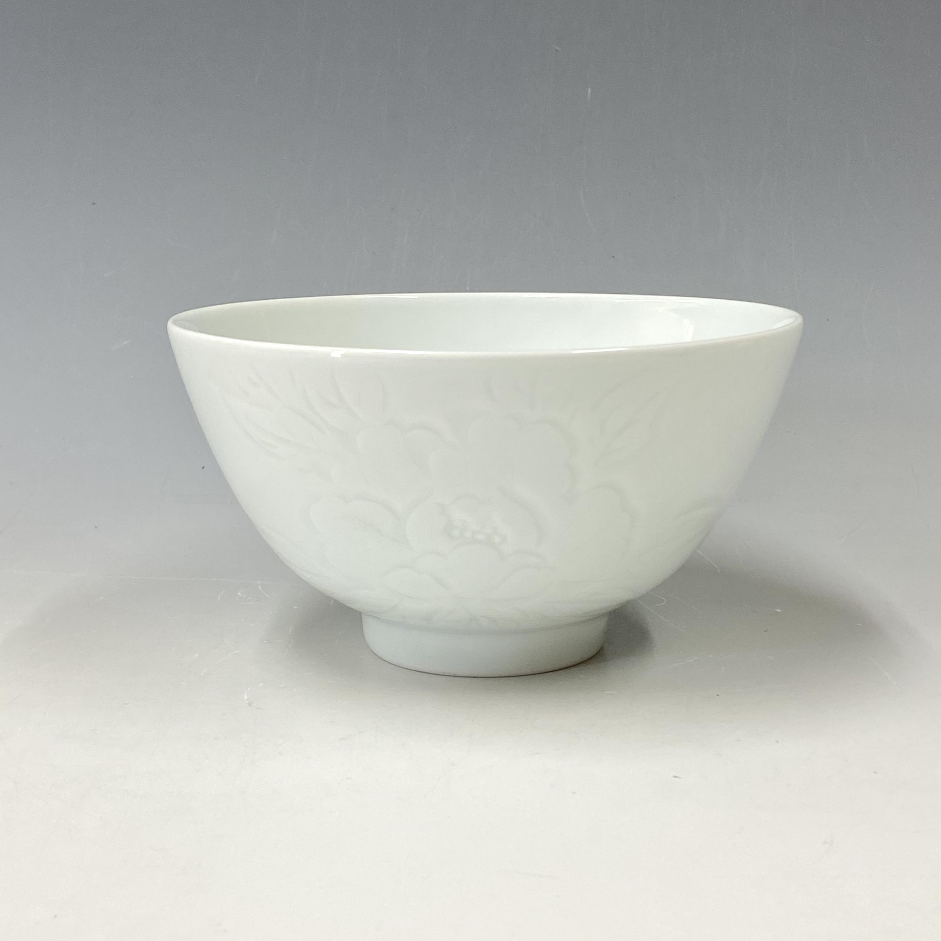 【中尾恭純】白磁牡丹彫丼