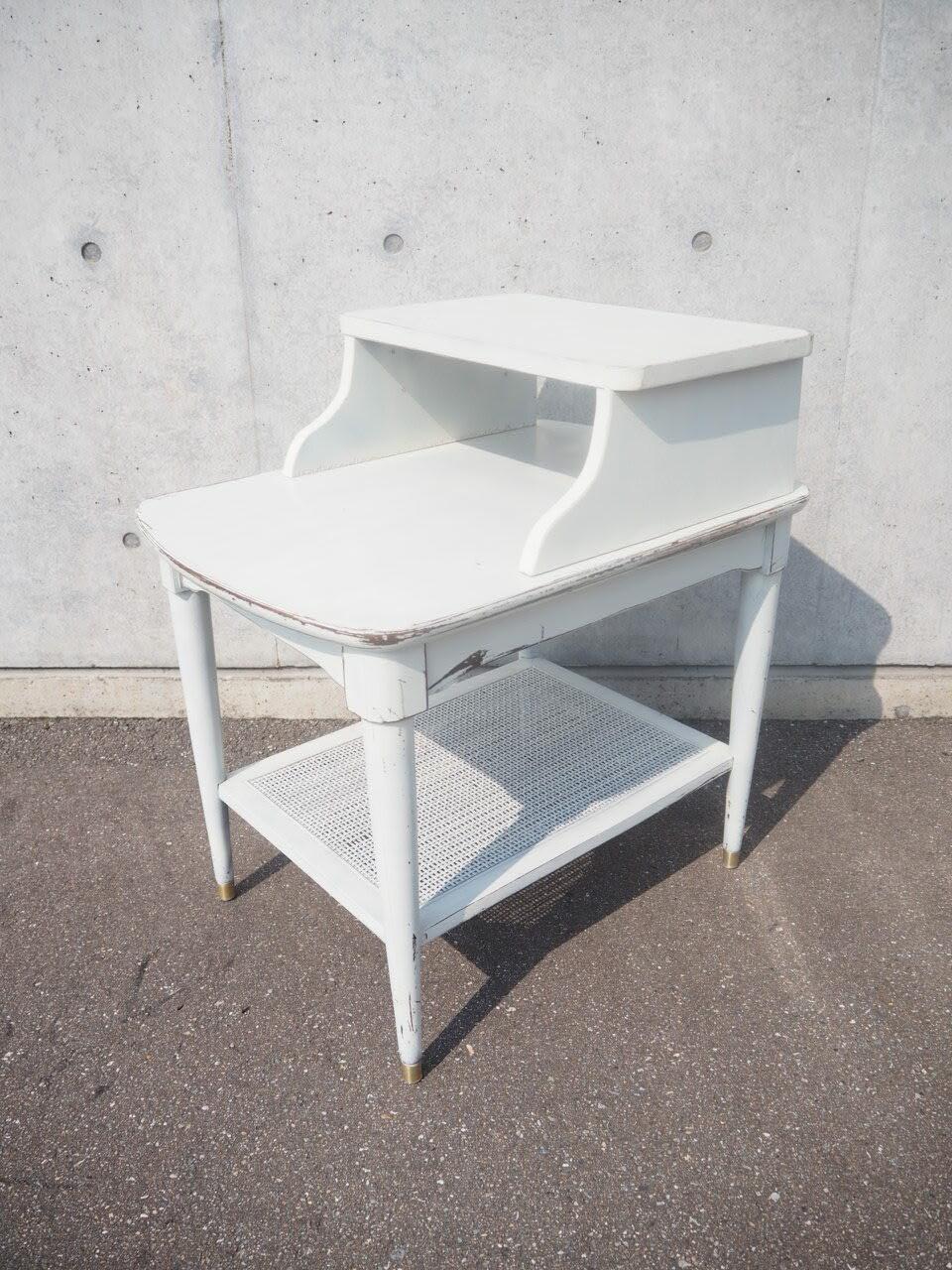 品番0410 ホワイトテーブル / White table