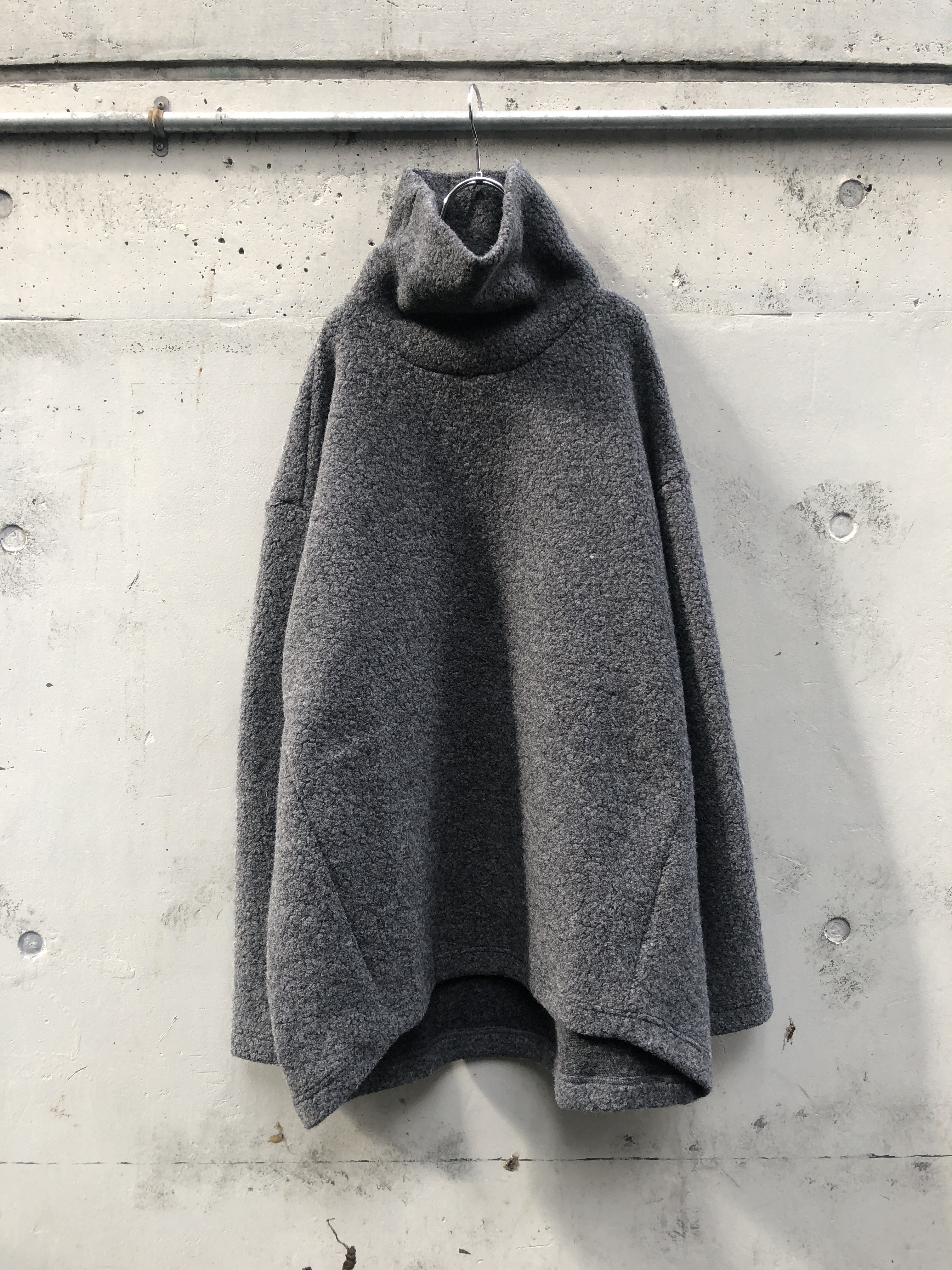 『my beautiful landlet』sheep pile high necked / GRAY