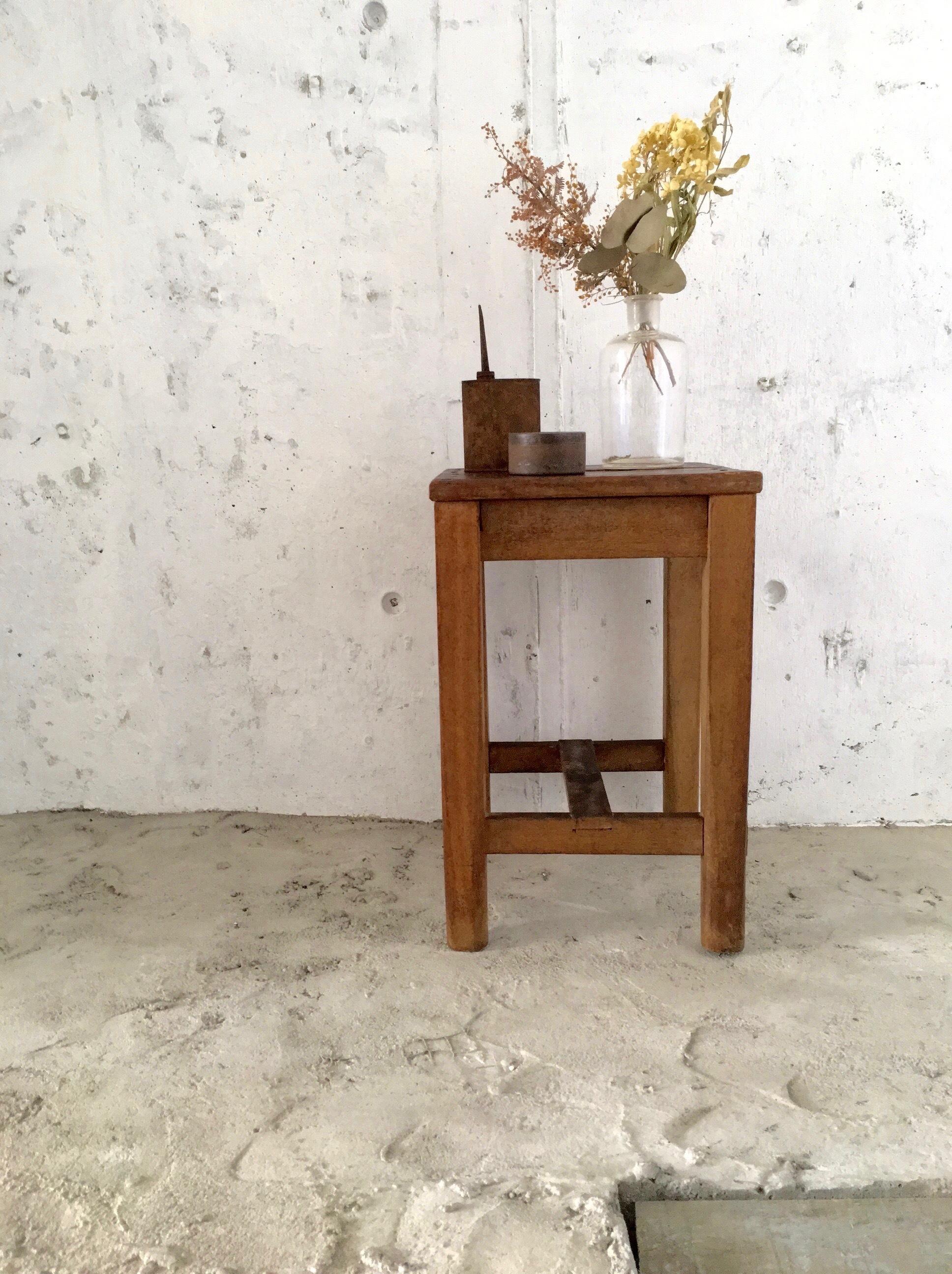 木製の四角いスツール[古家具]