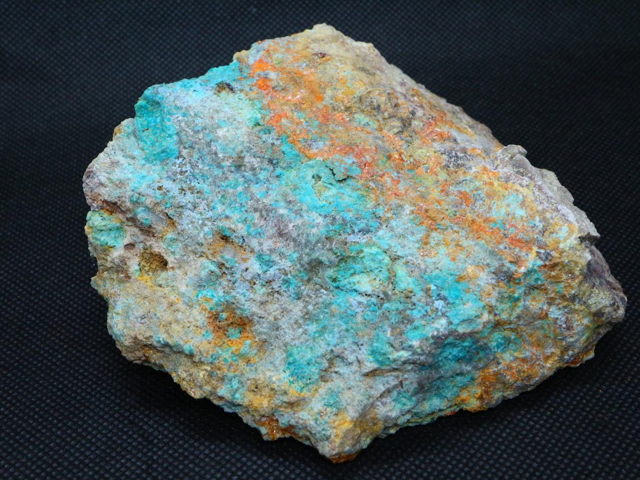 アリゾナ産 バナジン鉛鉱 クリソコラ モリブデン鉛鉱406g  VND003  鉱物 天然石 パワーストーン 原石