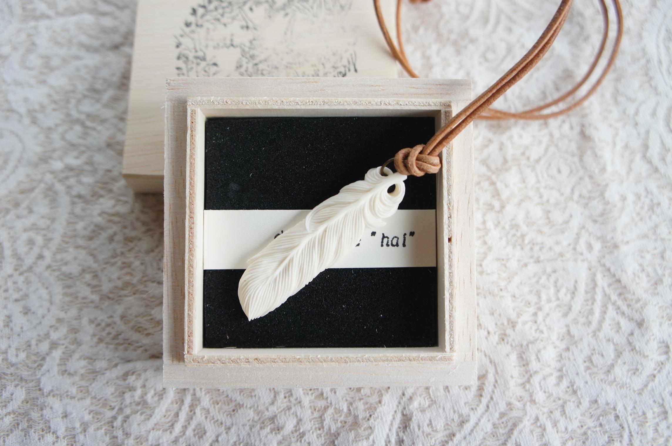 鹿骨彫刻のネックレス 「light」羽根
