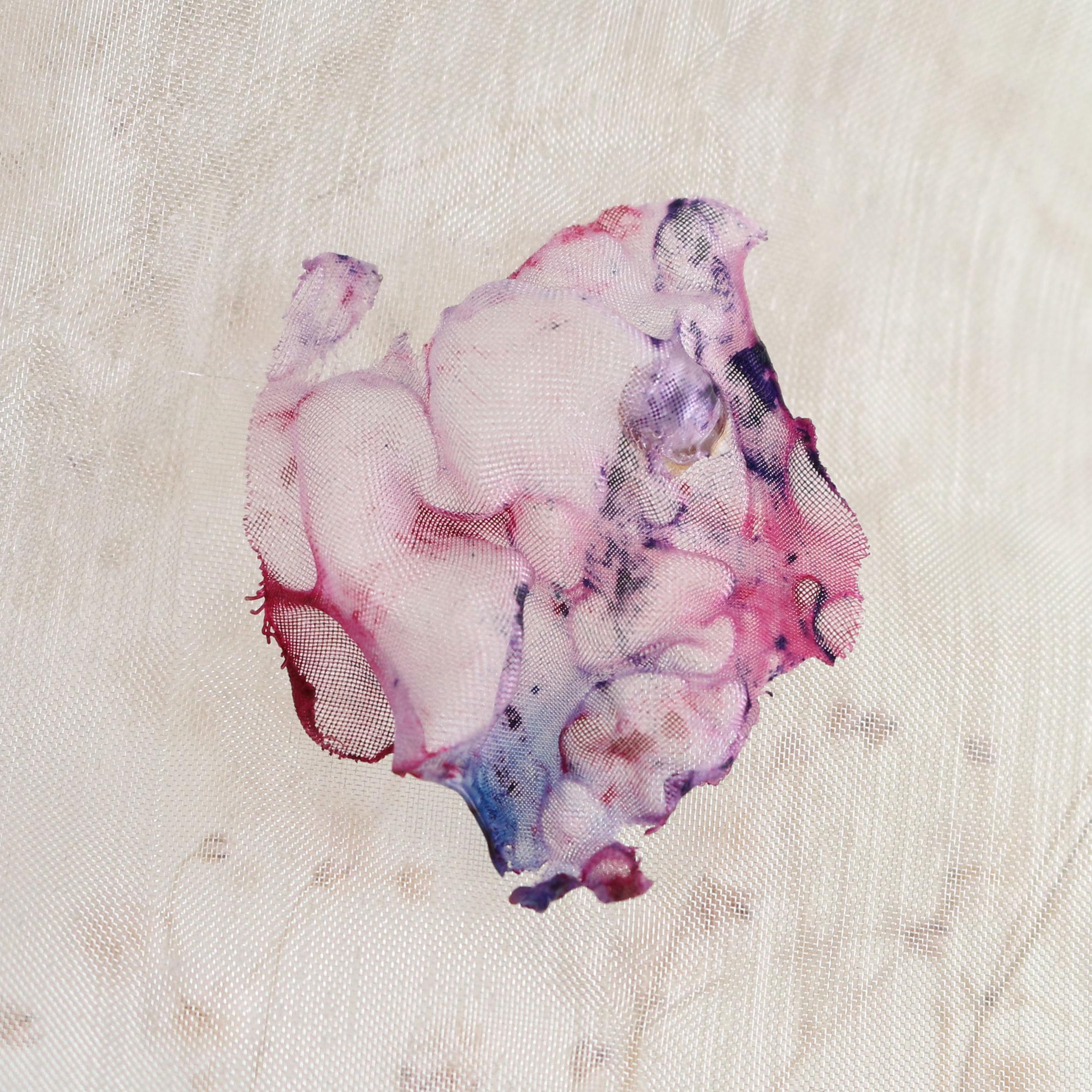 染めオーガンジーのアートピアス|ピンクマーブル
