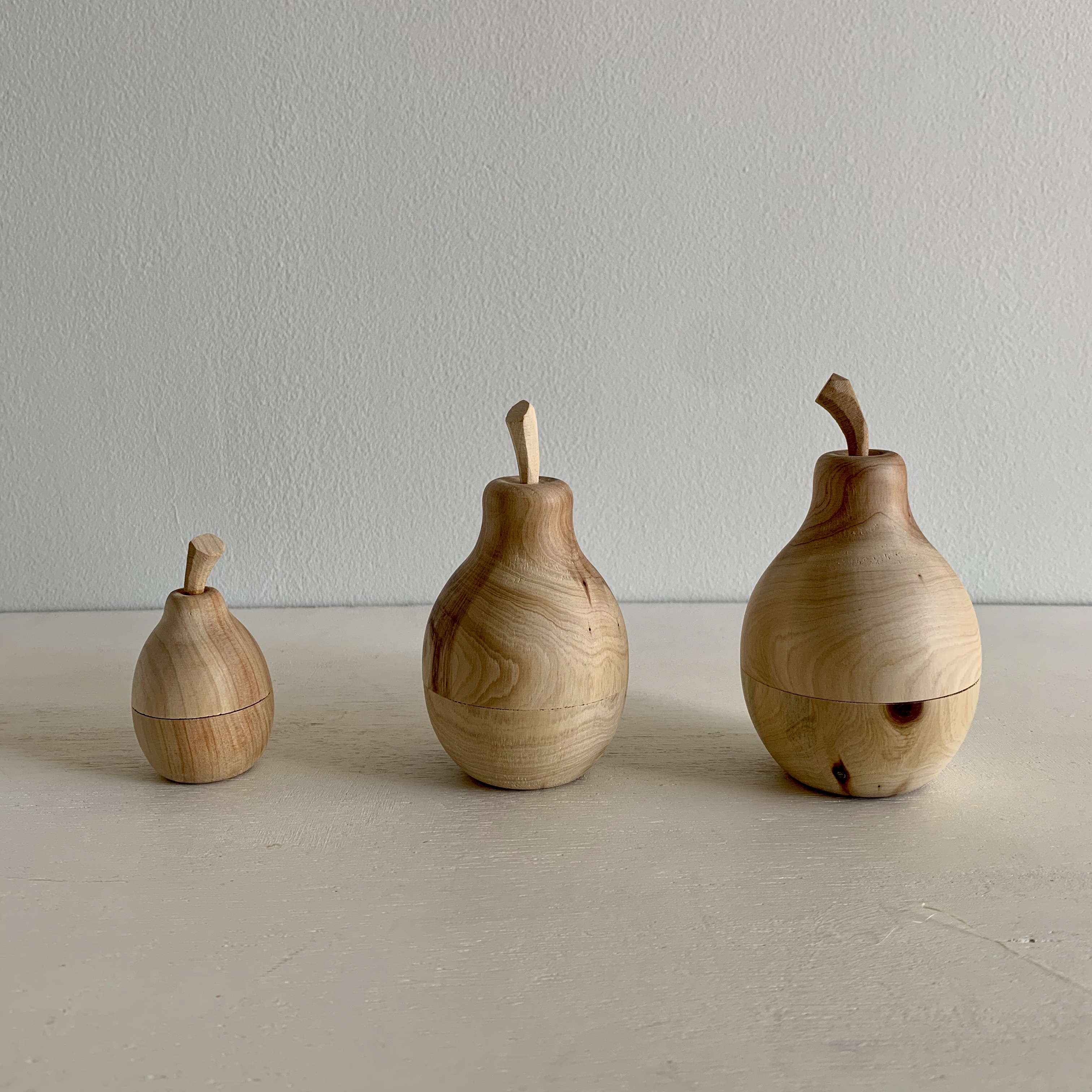 トゥイヤで作った木の洋梨の小物入れ L