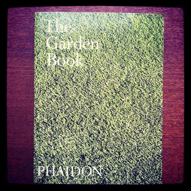 写真集「The Garden Book」 - 画像1