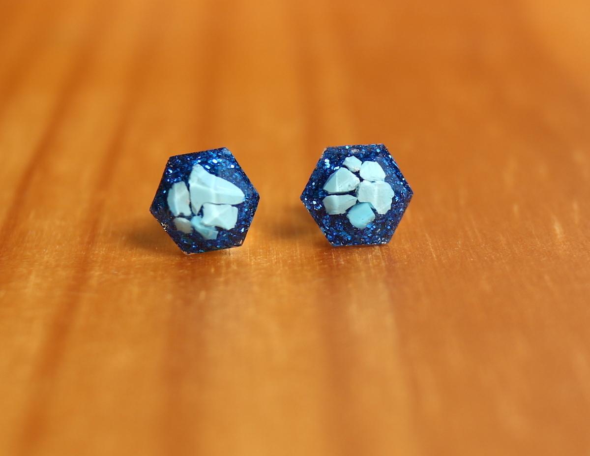 ターコイズヘキサゴン 原石♦︎ 1粒ピアス/イヤリング ブルー